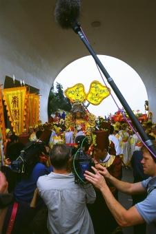 crew; performers; arch; goddess; Mazu ceremony; Mei Zhou, Fujien; Roll 109 Pic 19